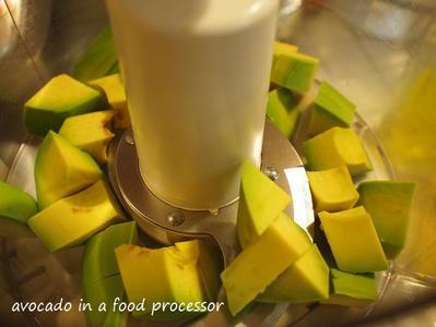 Avocado_in_a_food_processor